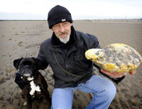 Ken Wilman, his dog Madge and their smelly find Photo:Manchester Evening News