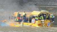 Duck-tour-boat-on-fire--002